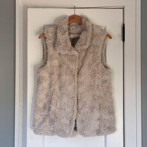 True Grit Women's Vest Ivory Faux Fur Medium
